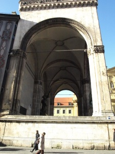 A martyrs' monument stood at footpath level below the arch here.