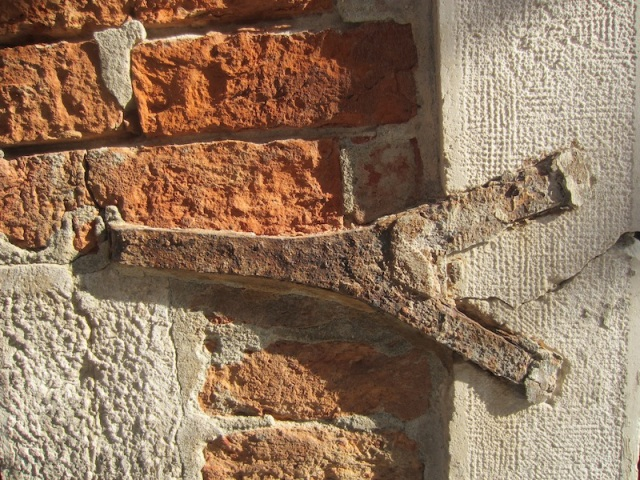 Wall tie.