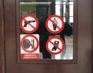 The sign on the waiting room door at Zagreb railway station.