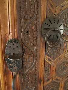 Such gorgeous detail in the door.