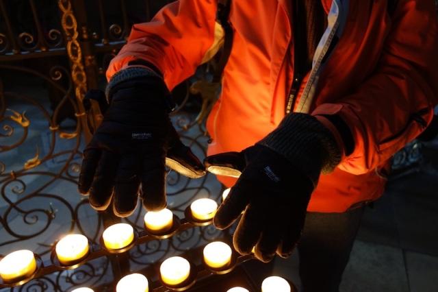 13 A'b warming hands#1