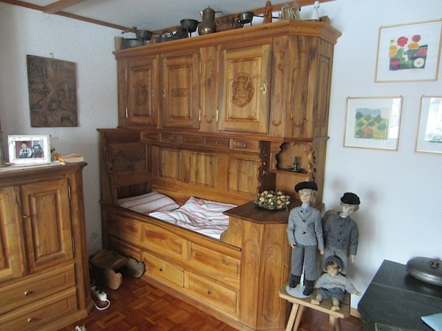5 house cupboard bed