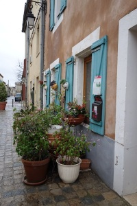 An easy way of keeping tourists from peering in your window: simply clutter the footpath.
