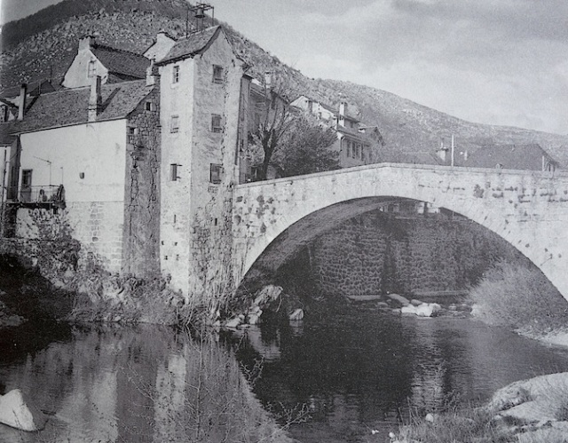 Old photograph of the bridge over the Tarn River. From Travels With a Donkey.
