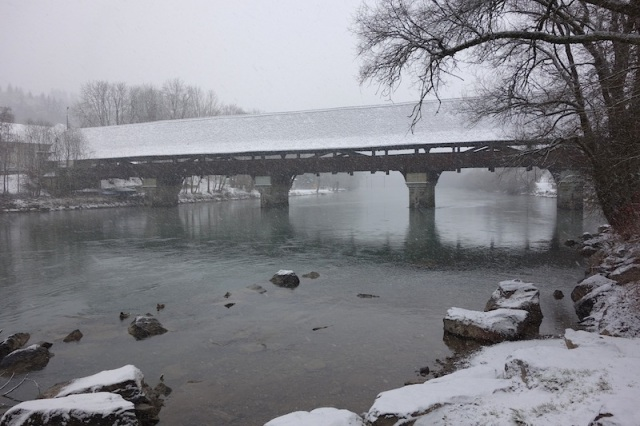The covered bridge on the Aare River.