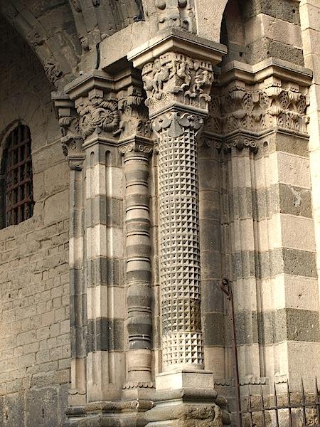 The 'merveilleux' multiple circular arch over the entrance to Cathédrale Notre-Dame du Puy.