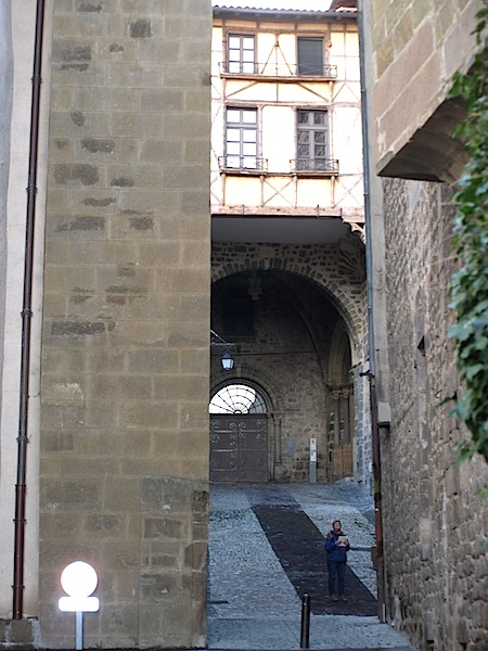 Bev trying to get a handle on where we were in the maze of Le Puy passageways.