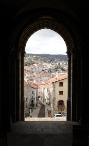 Part of Le Puy through an archway