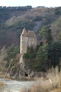 A well-built chateau. I was wondering if there was a vertical shaft from within the chateau down into the cave.