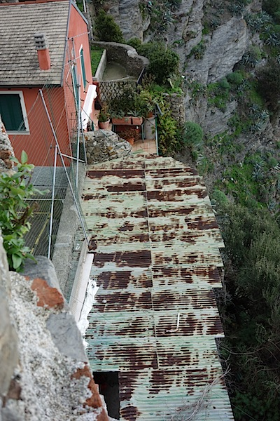 The corrugated iron roof of a café hewn out of the cliff face.