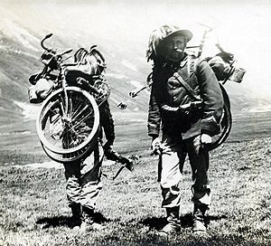 Front and back view of Italian soldiers during WW1 (1917) with folding bicycles strapped to their backs. Image from Wikipedia.