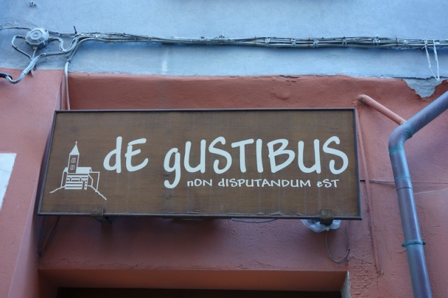 Café sign. Great lettering style. From the cultural dictionary 'de gustibus non disputandum est' translates literally as 'in matters of taste there is no dispute'.