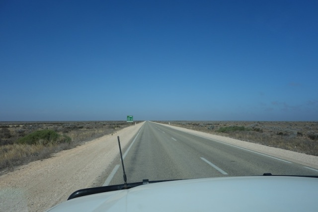 'Nullarbor' means 'no trees'.