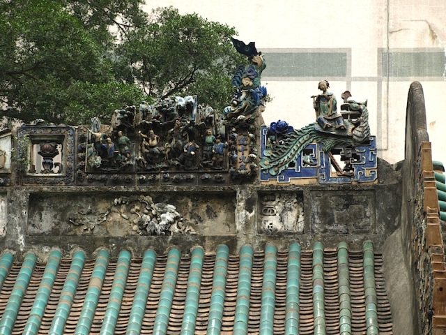 Ornate ridge line on the Hollywood Road Man Mo Temple.