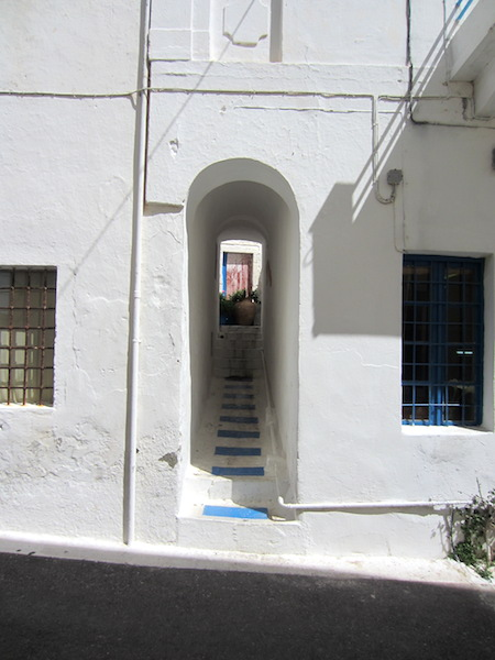 Narrow snickleway (public passage way under private property) Chora.
