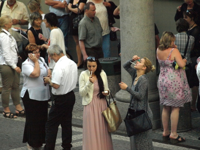 Theatre patrons came out at interval for a cigarette and a hay-fever eye drop treatment.