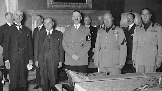 From left to right : Chamberlain, Daladier, Hitler, Mussolini and Ciano before signing the agreement which gave Sudutenland to Germany. (photo credit: German Federal Archives/Wikipedia).