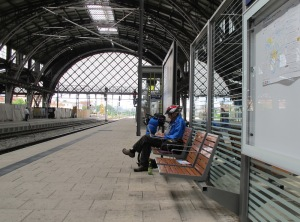 The two hour wait on Dresden station, a good opportunity to write.