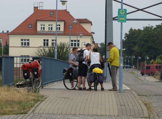 Bev, the German couple and a local discussing where the start of the bike path to Frankfurt (Oder) might be.