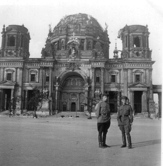 The cathedral after the Soviet conquest in 1945. Image from German Federal Archives via Wikipedia.