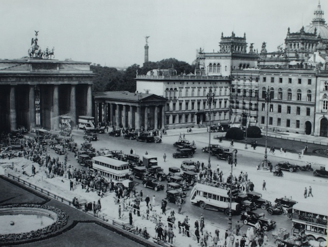 Brandenburg Gate in the time of vehicle traffic.