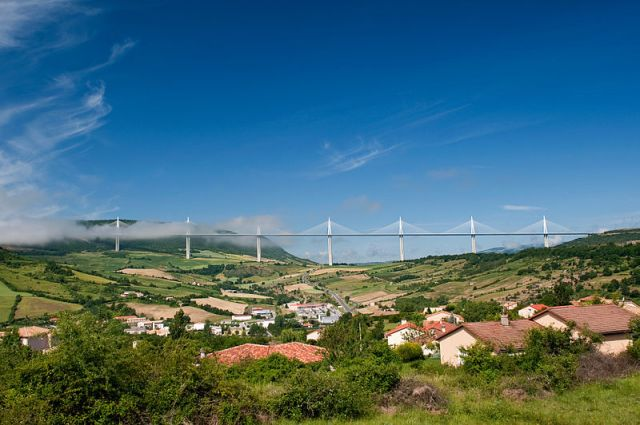 The Millau Viaduct spanning the River Tarn near the town of Millau. Photo by Stefan Krause CC-BY-SA-3.0 via Wikimedia Commons.