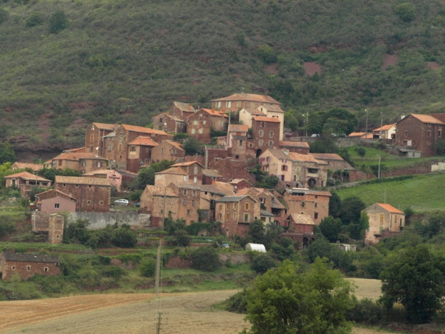 The small village of Ouyres.