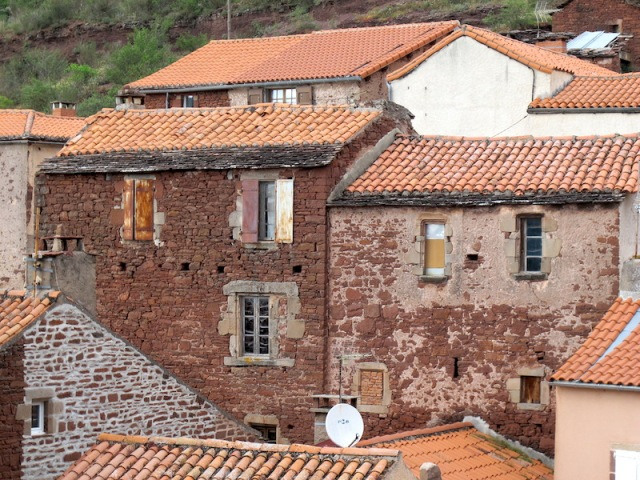 Close up of buildings near Ouyres. .
