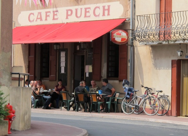 Early morning chat at a café in Vabres.