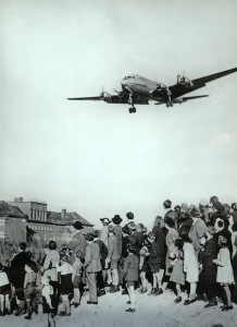 A transport plane flying into Berlin July 1948.  A British or US plane landed every three minutes. Image from Topography of Terror Exhibition.
