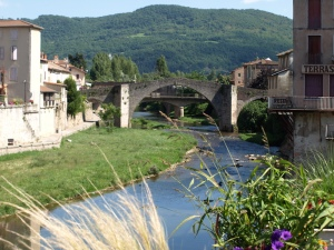 The old and the new bridges over the Sorgues River, St Affrique The river is fed by an underground spring.