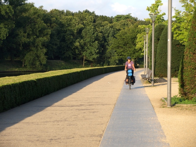Bike path through the Tiergarten. Our 6-00am ride to the Berlin Hauptbahnhof to catch the train to Munich.
