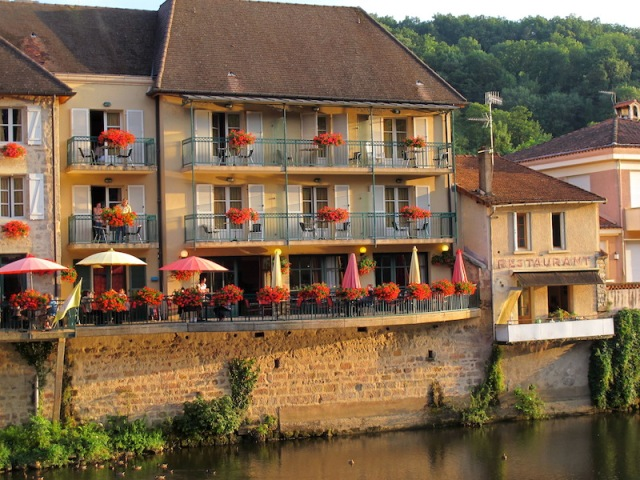 Hotel with verandas on the River Cele, Figeac.