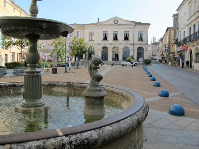 Nontron's fountain, square, and town hall.