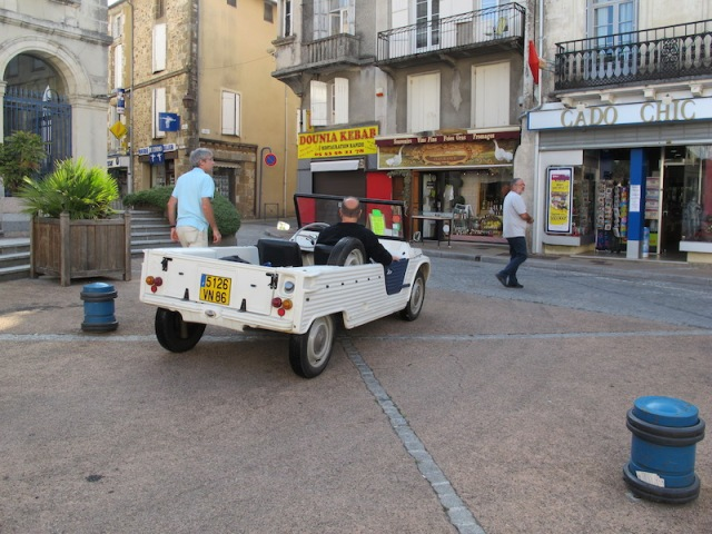 The Liberty Car (taxi) out the front of the town hall.