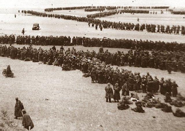 Troops waiting evacuation. Image credit: from www.warhistoryonline.com