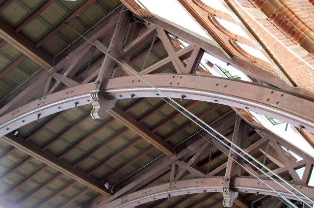 Closer look at the belt-lam arches. The joints in the arch planks here are obscured by side plates.