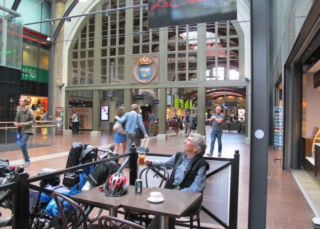 Waiting in a café and studying the arches in the Gothenburg railway station.