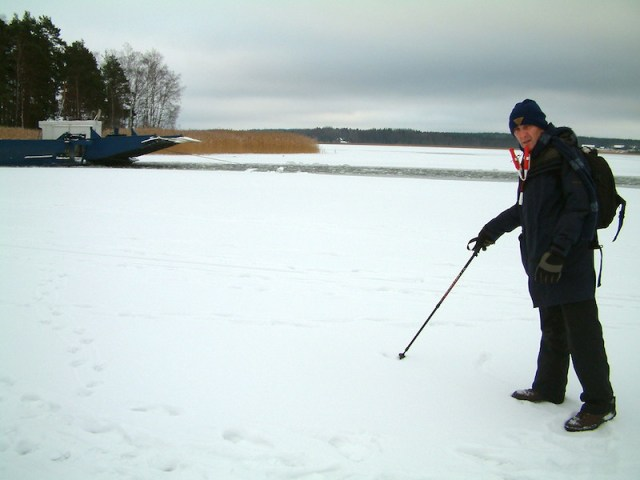 Testing the strength of Lake Vanern ice in the winter of 2006.