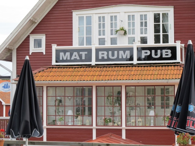Along the Gota Canal there is a plethora of places to take MAT (food), RUM (a bed) and PUB (drink).