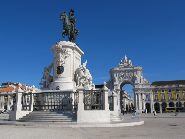 Equestrian monument dedicated to King Jose I.
