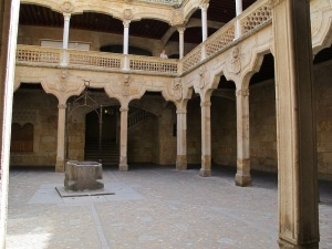 Within the biblioteca courtyard. Note the well in the middle and the intricate carved stone handrail.