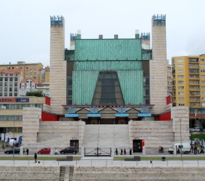 Santander's Festival Hall, architecturally interesting but it doesn't inspire me.
