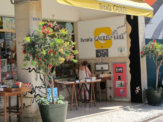 The secondhand bookshop treasure in Cascais was the Livraria Galileu.