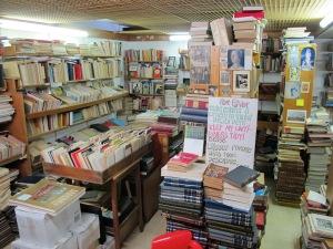 Inside Livraria Galileu.