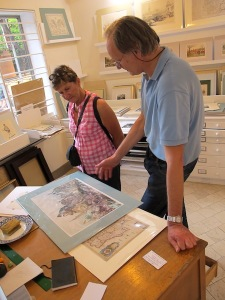 Laurence explaining to Bev the difference between a lithograph and a woodcut.
