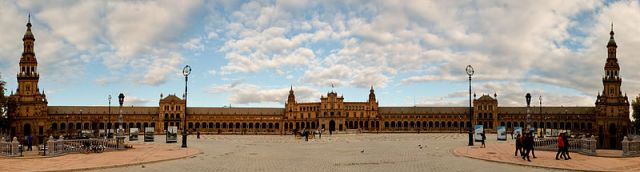 Plaza de Espana. Image from Wikipedia.