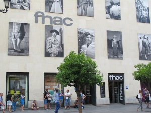 The impressive photo gallery on the FNAC store wall. I suspect the images depict the diversity of Sevillians' lives.