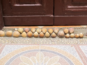 The decorated scallop shell step.