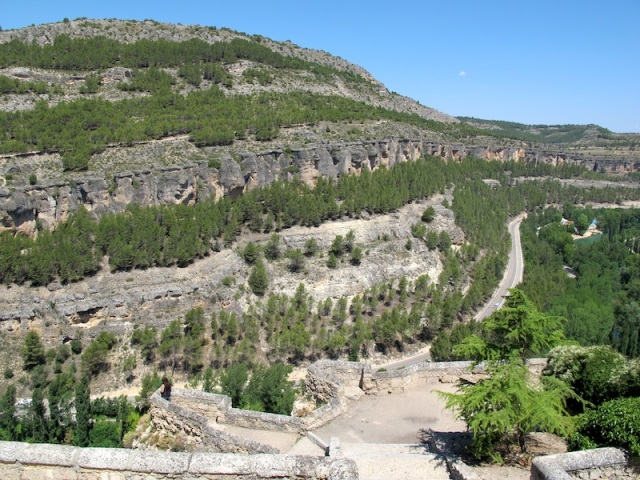 The road and bike path along the Jucar Gorge.